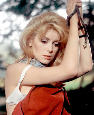 Catherine Deneuve dans Belle de Jour, de Bunuel - Deneuve nue - Actrice française nue  - Blog with a View - blog-with-a-view.blogspot.com - Thierry Follain