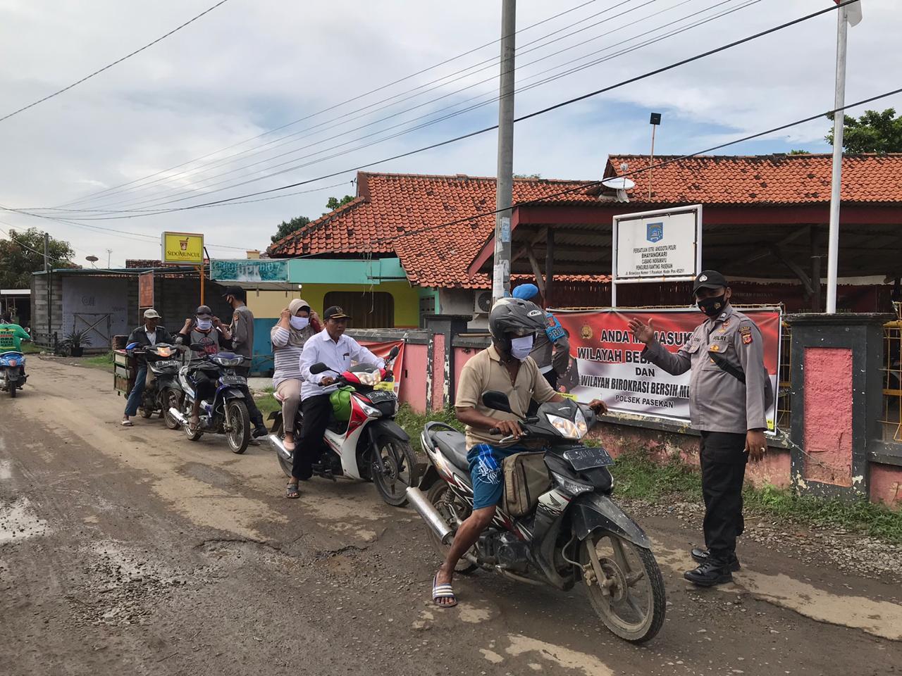Polres Indramayu Polda Jabar Edukasi Sosialisasi 3M Prokes Cegah Covid-19 -19