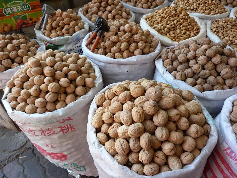 XINJIANG. Urumqi, Grand Bazar, 8 avril - P1270261.JPG