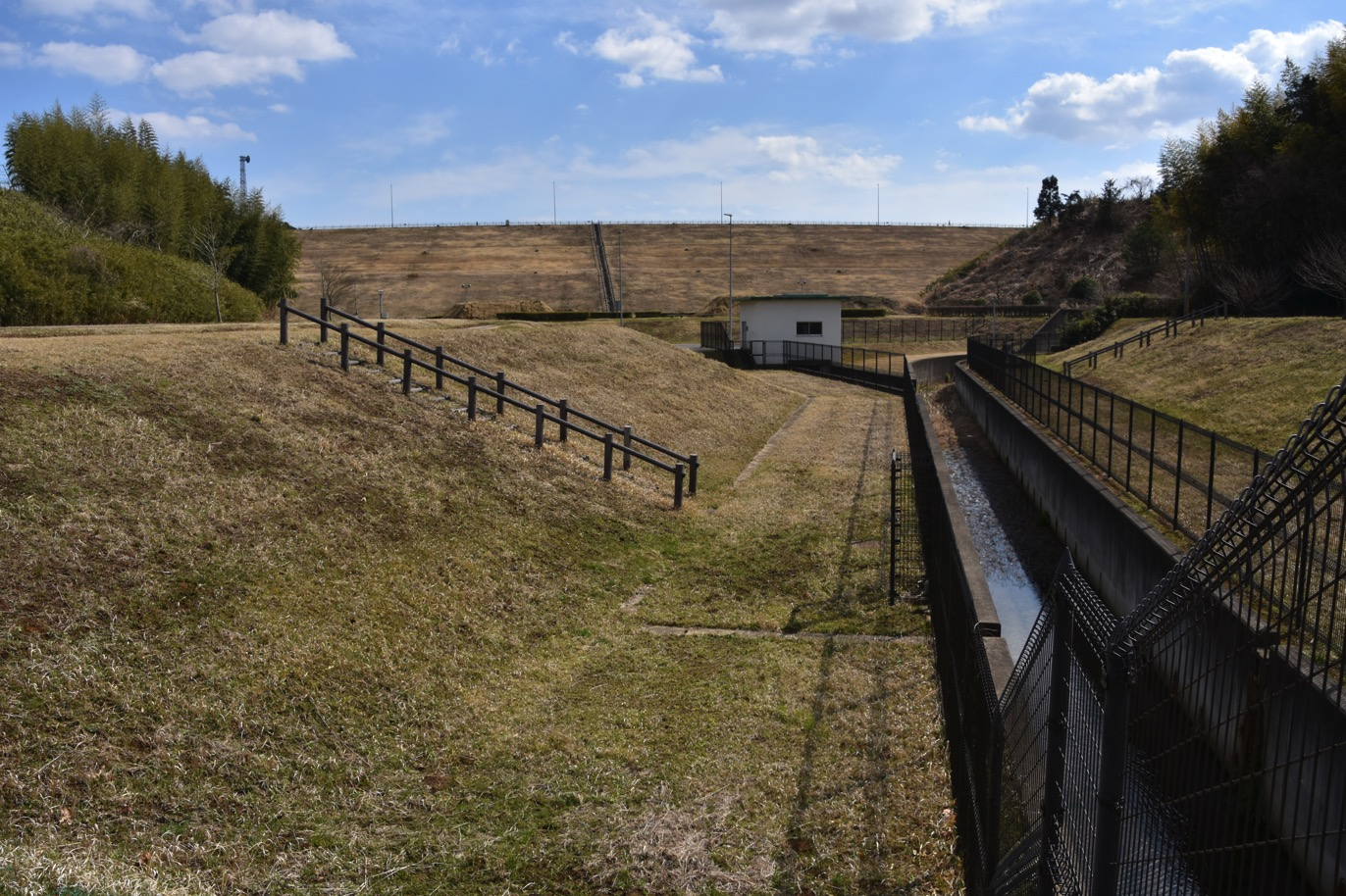 ダムとか、城とか、マンホールとか: 東金ダム ときがね湖 (千葉県)