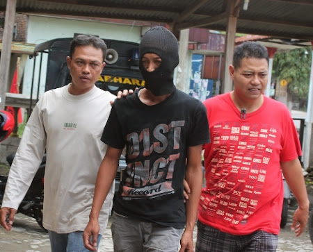 Luharno alias Pathok digelandang petugas Polsek Paron karena terlibat tindak penganiayaan