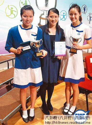 運動一姐 <br><br>曾就讀女拔的 Teresa(右)去年獲中銀紫荊盃頒發傑出運動員獎,學校對她寄予厚望,希望畢業後也繼續能為校爭光。