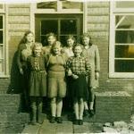 060 naaigroep 1950 buurthuis lb hiltje hoekstra en minke.jpg