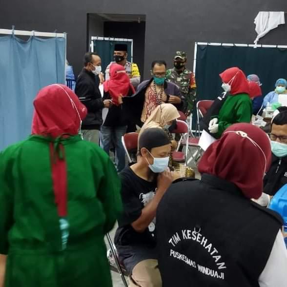 Sejumlah 1000 warga Desa Pandansari Paguyangan Berhasil Tervaksin Dosis Pertama Dengan Aman  Pada Giat Gerai Vaksin Presisi Polri