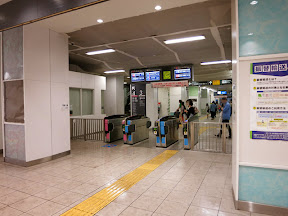 中目黒駅の祐天寺側の改札