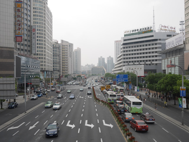 Hengfeng Road looking northwest