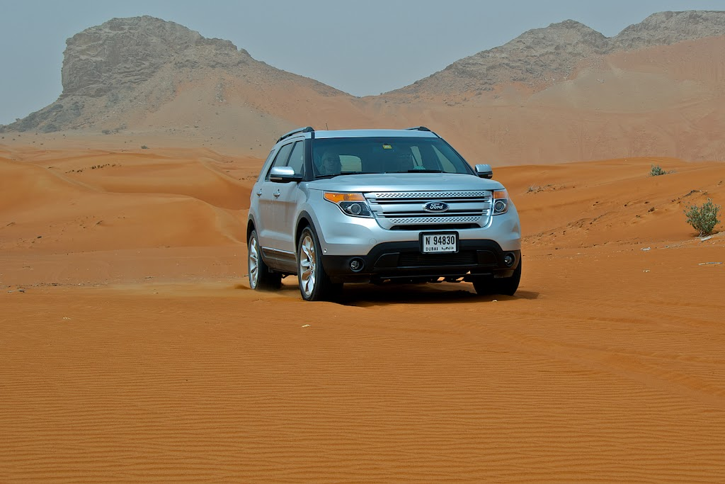 Ford Explorer in front of Jebel Maleiha