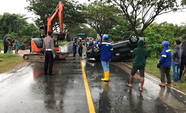 Laka Maut Dahaitsu Xenia versus Motor Revo di Jalan Jepang, Pemotor Tewas di Tempat