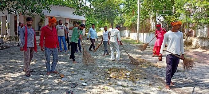 गांधी जयंती पर भाजपा कार्यकर्ताओं ने स्वच्छता अभियान चलाया