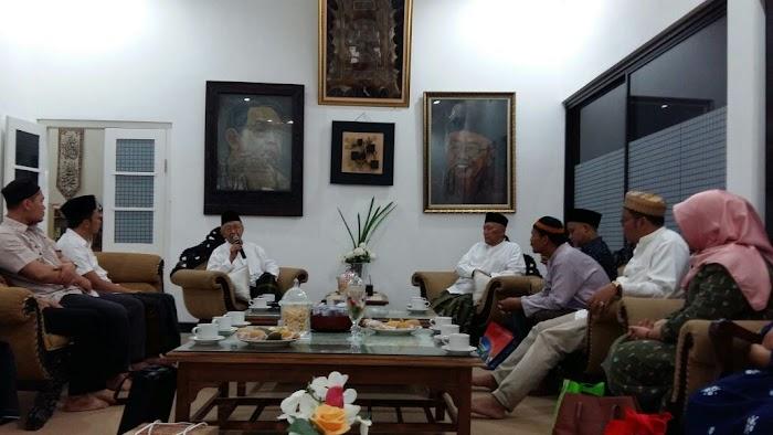 Sowan Gus Sholah, Dosen UII Yogyakarta Diwejang Soal Keindonesiaan dan Keislaman