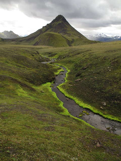 laugavegur colorful mountains
