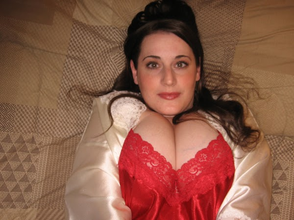 Busty Amateur Spilling out of Her Red Nighty:boob,cleavage0