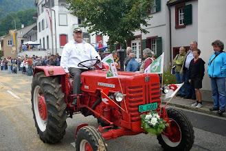 Photo: Stolz auf seinen alten Traktor