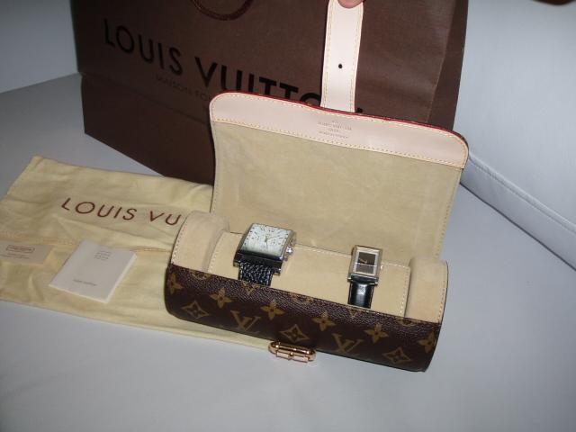 d56fe16d5c9 Porta Relogios Louis Vuiton Monograma Canvas acomoda ate 3 relogios e  fechamento por fivela! - Louis Vuitton ...