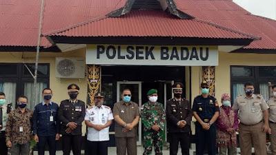 Dansatgas Yonif 133/YS Hadiri Upacara HUT Ke-74 Bhayangkara Secara Virtual di Polsek Badau