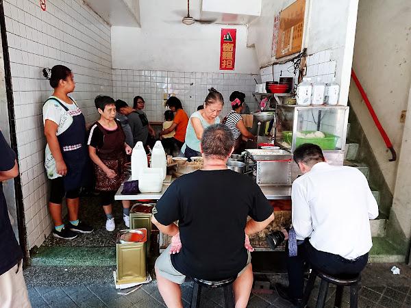 三角窗麵擔- 台式古早味早餐 基隆在地必吃傳統乾麵 餛飩湯蛋包 @基隆