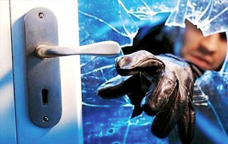 furto scasso ladro ladri furti scassinatori scassinatore colpo spaccata