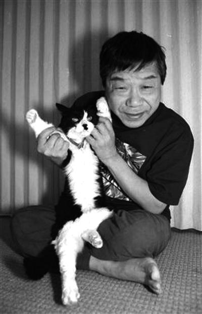 Akatsuka Fujio and a cat