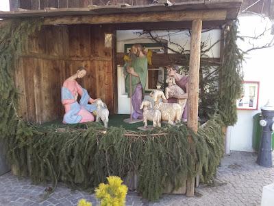 Weihnachtliche Krippe und daneben ist ein Cache versteckt, nämlichMutter's [CHEW] (GC42KYW)