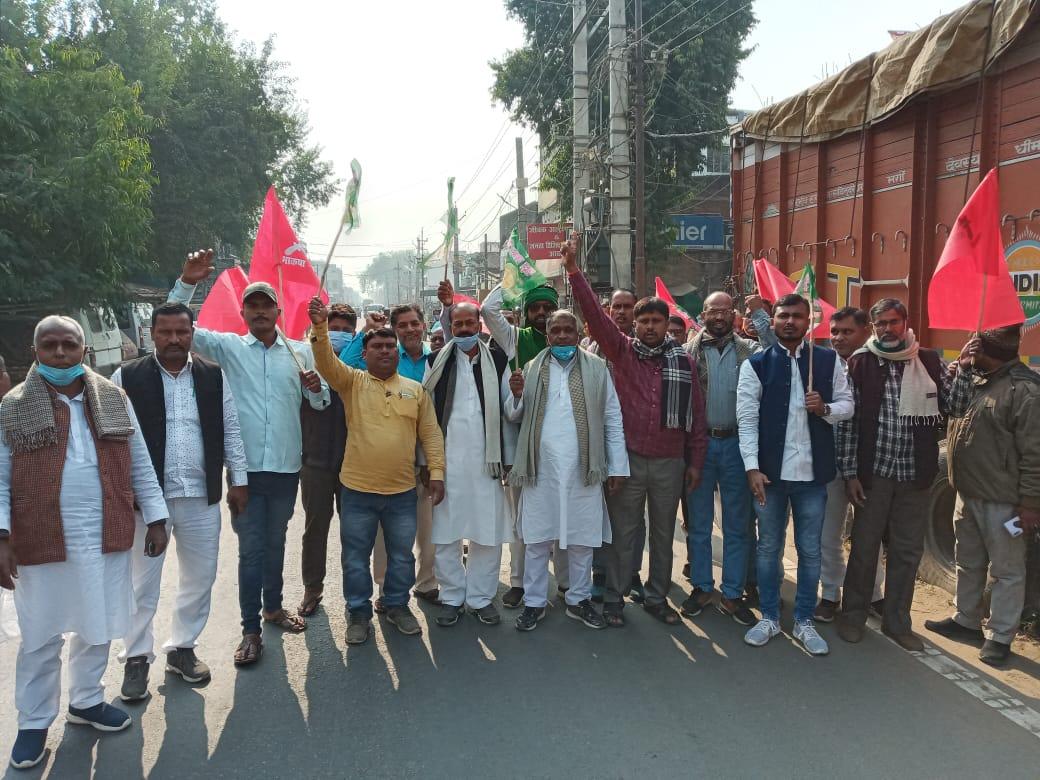 अरवल  में भी  अब किसान विरोधी बिल के खिलाफ गठबंधन नेताओं ने विरोध मार्च निकाला