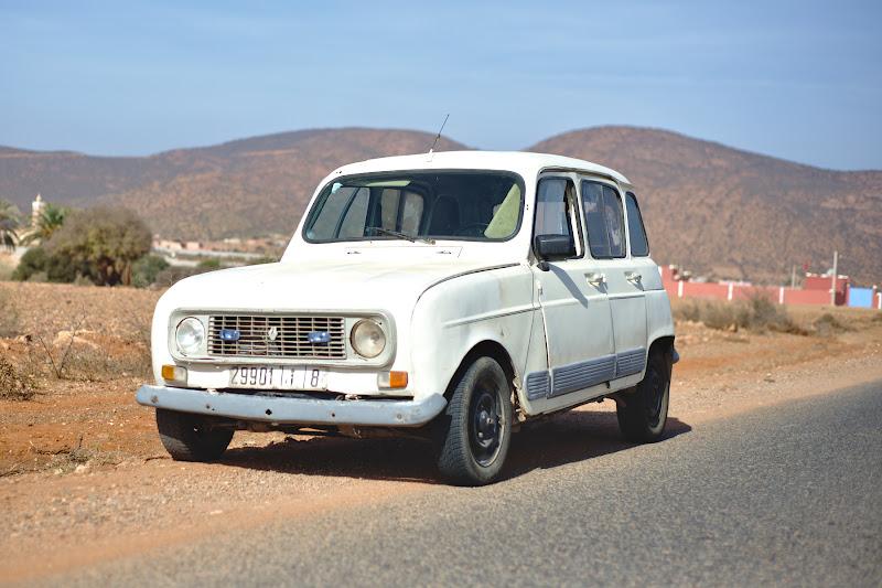 Concurenta Renault 12-lui. Noroc ca rugina nu este o problema in Marocul cel uscat.