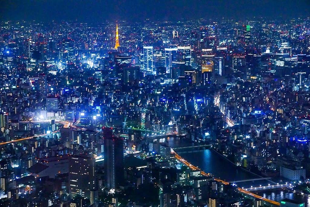 東京スカイツリーから撮影した東京タワーの写真