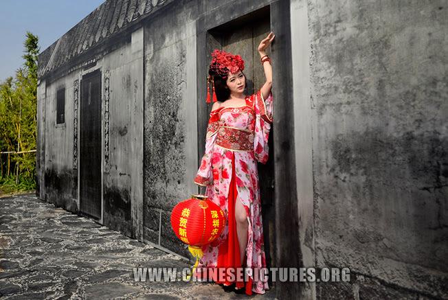 Chinese Girl Photo 1 - Reviving Traditional Chinese Dress