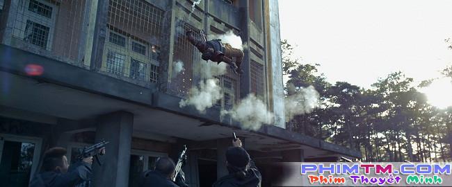"""Người hùng Cường Seven leo rào, vượt tường dễ như ăn kẹo trong """"Lôi Báo"""" - Ảnh 4."""