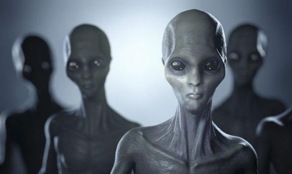 Os extraterrestres estão abduzindo seres humanos
