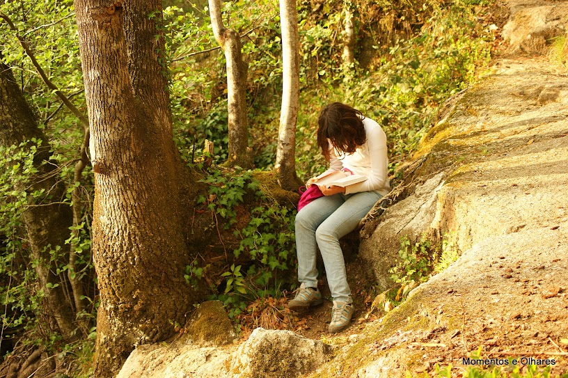 ler faz a solidão ser menos dolorosa e é uma espécie de um não estar sozinho de verdade