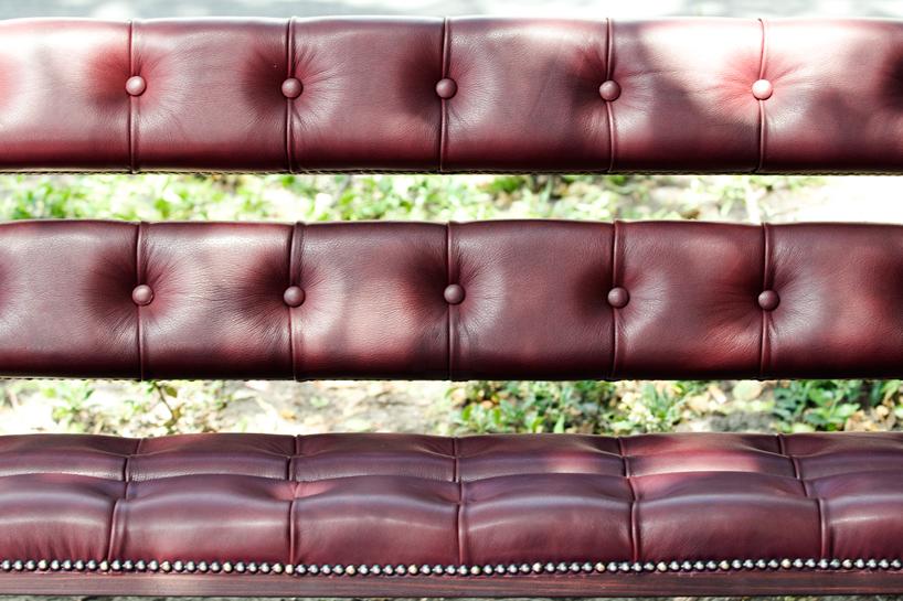 *公園裡的皮革古董長凳:切斯特菲爾德Chesterfield park bench! 3