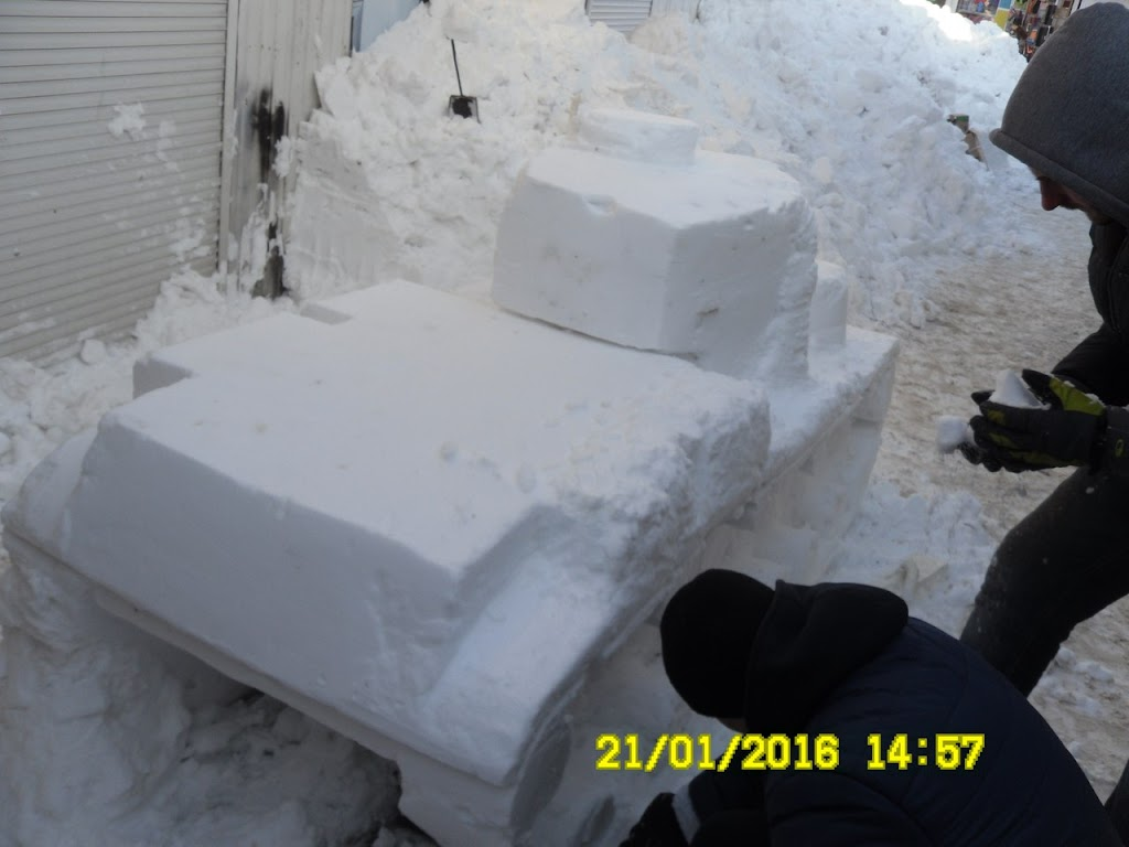 sG8Cn9EWJwA На одесском рынке появилась военная техника из снега