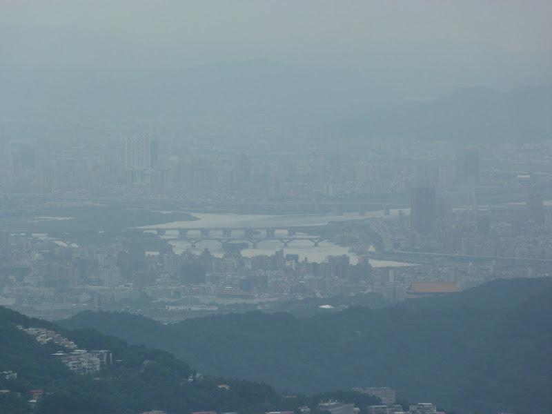 Vu de Taipei dans le brouillard de la pollution