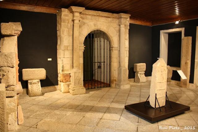 Museu de Lamego - Portugal by Rui Pires (Estela Funerária e Pórtico da Capela de N. S. Penha de França)