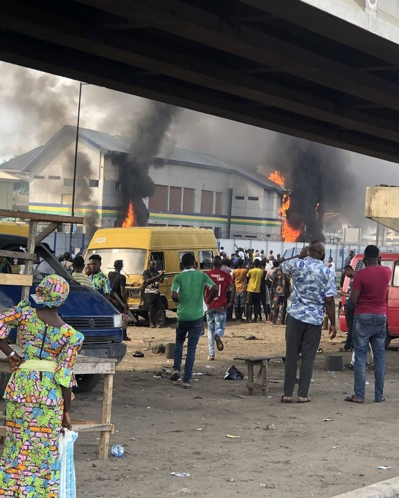 Police Station Set On Fire In Orile, Lagos (Videos)