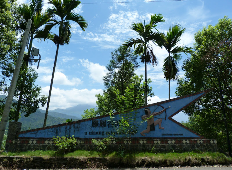 Puli  en passant , entre autres, par les villages de l ethnie Bunum de Loloko et Dili. J 10 - P1160870.JPG