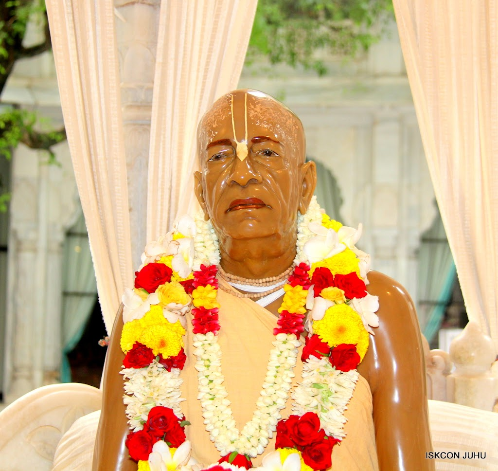 ISKCON Juhu Sringar Deity Darshan on 30th June 2016 (42)