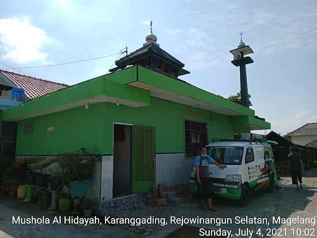 Bersíh Masjid di Mushola Al Hidayah, Karanggading, Rejowinangun selatan, Magelang