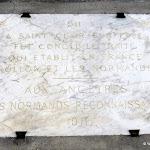 Mairie : plaque commémorative du Traité de Saint-Clair-sur-Epte (911)