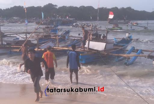Angin Kencang dan Gelombang Tinggi Laut Melanda Perairan Ujunggenteng Sukabumi