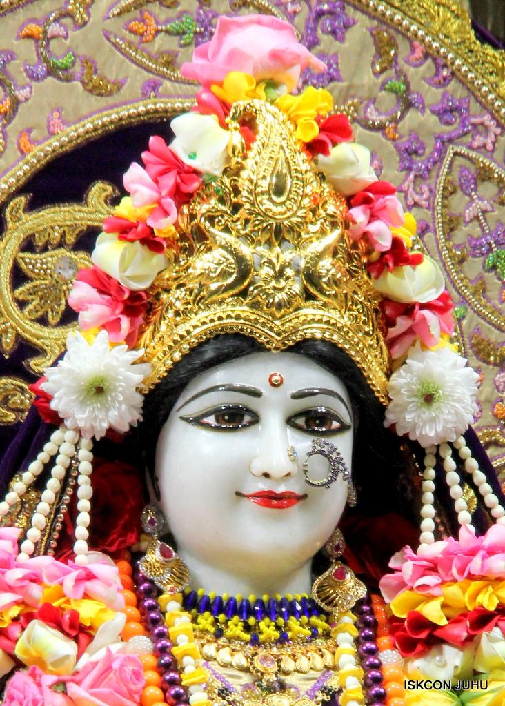 ISKCON Juhu Sringar Deity Darshan on 22nd Oct 2016 (18)