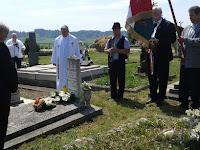46 Emlékbeszédet Gál Ferenc mondott, elhelyezték Mezőkövesd és a rimaszécsi egyház koszorúját a síron.jpg