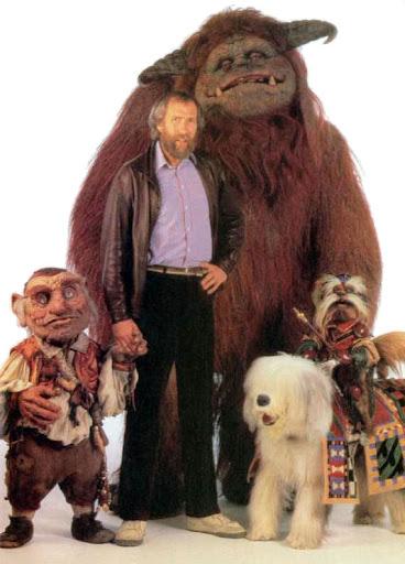 """Jim Henson con algunos de los personajes que creó para """"Into the Labyrinth"""" (""""Dentro del Laberinto""""), película de 1986 en la que Jim Henson contó con George Lucas"""