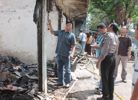 Berita foto video sinar ngawi terkini: Polisi Mulai selidiki penyebab pasti kebakaran pasar walikukun