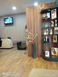 Q Professional Hair And Beauty Studio photo 3