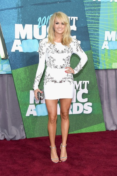 Carrie Underwood attends the 2015 CMT Music awards