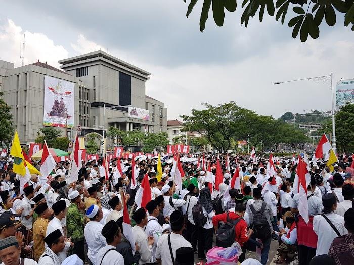 Ribuan Santri Minta Jokowi Batalkan Lima Hari Sekolah dan Perhatikan Lembaga Pendidikan Keagamaan