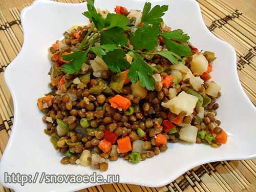 Салат из чечевицы