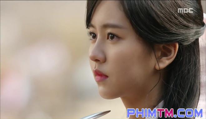 Đố kị với Kim So Hyun, nữ phụ Quân Chủ tự tay xẻo thịt mình - Ảnh 20.