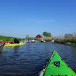184-We laten Heeg achter ons en paddelen via de Wegsloot naar de Idzegaasterpoel...